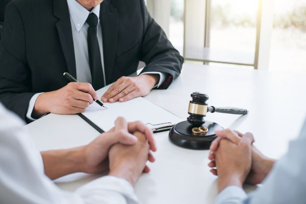When to Speak with a Divorce Lawyer